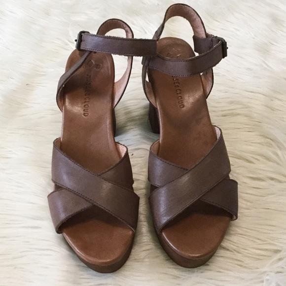 162201b091f2 Musse   Cloud Miley Brown Leather Platform Sandals.  M 5b443a82e944ba5d9a52e28e